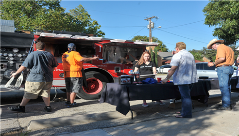 Edward Kirkwood - <pre>Hook & Ladder Pizza Truck serving up delicious pizzas at our Grand Opening.</pre>