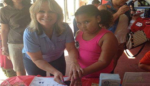 Kristine Avram - <pre>Debbie Pierce fingerprinting children at La Mesa Fire Station</pre>