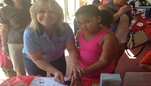 Kristine Avram - <pre>Debbie Pierce fingerprinting children at La Mesa Fire Station</pre>
