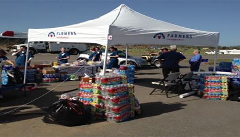 Larry Gragg - <pre>Farmers® agents providing essentials to storm victims.</pre>